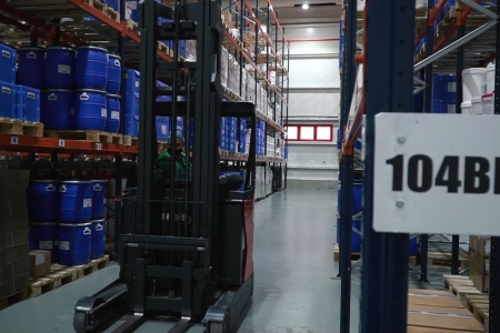 Warehousing under controlled conditions